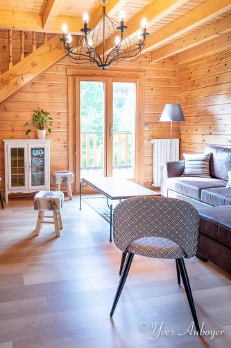 Le salon et son grand canapé convertible hyper confortable