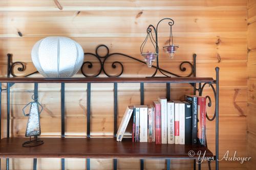 Le salon et quelques détails de déco, quelques livres pour vous détendre