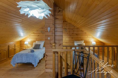 Sur la mezzanine : 2 lits simples et 1 double