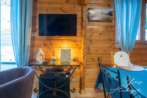 Détail salon-salle à manger, TV satellite, Chaîne hifi avec bluetooth
