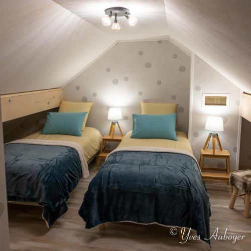 La chambre sous mansarde à l'étage